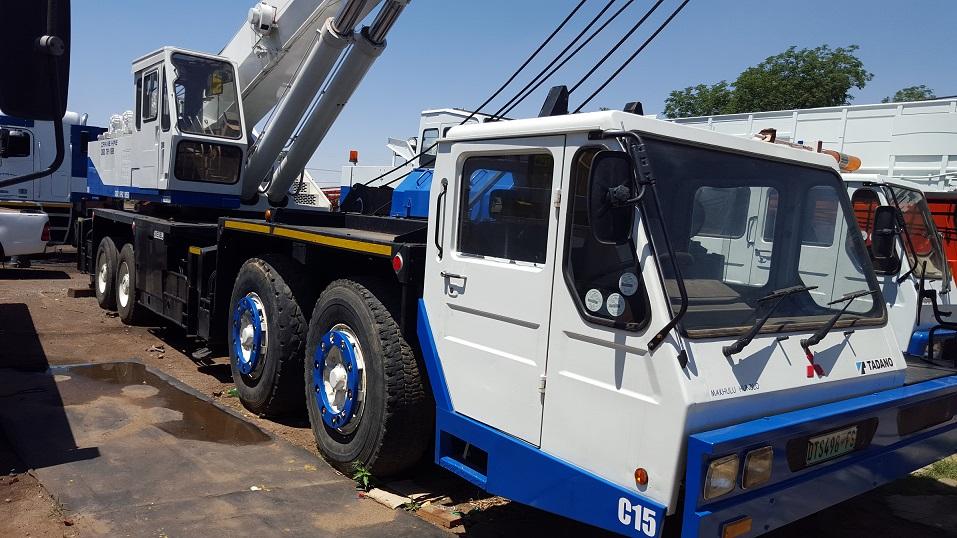 TADANO TG 700 E - 70 TON TRUCK MOUNT HYDRAULIC BOOM CRANE Image